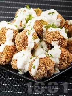 Пържени оризови орехови кюфтенца с чеснов сос - снимка на рецептата